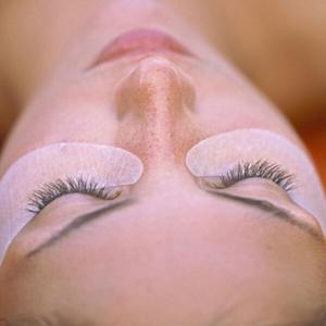 Хидратираща и успокояваща терапия за очи с зелен чай, кестен и лайка