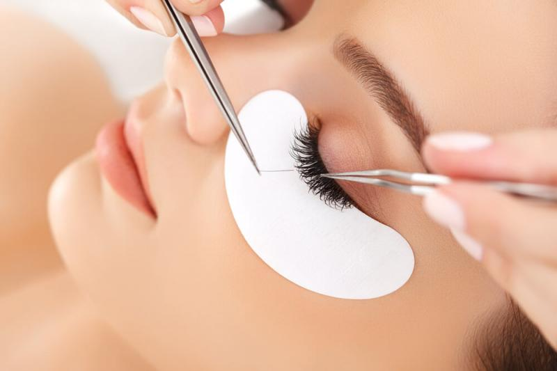 Lengthening and thickening of eyelashes with eyelash strands or hair by hair