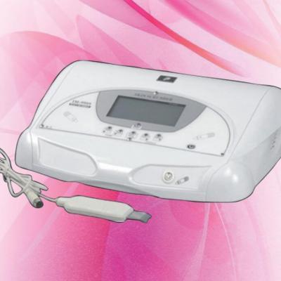 Апарат за ултразвуков пилинг и почистване на кожата